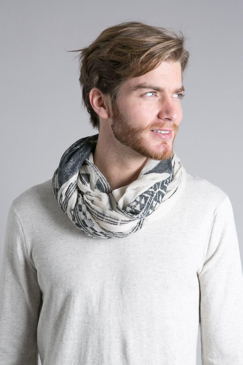 Foulard homme, l'accessoire parfait pour un look rock.
